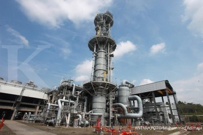 Pekerja melakukan aktivitas di area fasilitas pencairan gas alam di Tangguh LNG di Teluk Bintuni, Papua Barat, Senin (21/9).